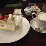 椿屋珈琲店 - ケーキと飲み物