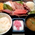魚貝亭 - 刺身定食 1059円