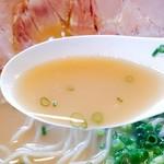 麺屋 菜々兵衛 - 2017/4  鶏白湯醤油のスープ