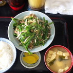 キッチンあべ - ニラレバ(小ライス,みそ汁,漬物)