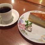 アンクル - ケーキセット(ミルクレープとホットコーヒー)