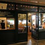 ゴールデンブラウン - カラフルなネオンが可愛いアメリカン・オールディーズな店