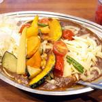 カレーの市民アルバ - 彩り野菜カレー(830円)+オムレツ(170円)+チーズ(100円)