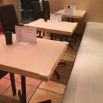 尾崎幸隆 丼 - 店内テーブル席(10席)
