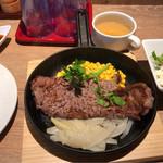 ランプ キャップ - 肉屋のサーロインステーキ 200g 1400円。