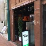 Dhuetto - 外観は小さな喫茶店の感じですが、中はひろいです。