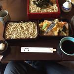 旭庵 - 料理写真:天せいろ(下段の2箱。画面上のざるは別メニュー)
