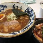 67272644 - 魚介しぼり醤油ラーメン、チャーシュー丼