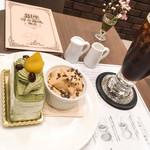 67273373 - 抹茶のロールケーキ、アイスコーヒー