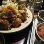 博多もつ鍋 やまや - 鶏の唐揚げ定食1000円
