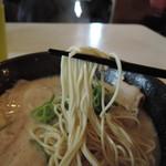 ラーメン並木 - ムッチリ弾力、シコシコ明快歯応え。少し小麦感残したハリのあるピチピチ麺