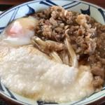 丸亀製麺 - 冷たいうどんに熱々の牛肉