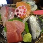 ぼんてん漁港 - 刺身三点盛 \600(税別)