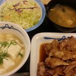 松屋 - 豚バラ生姜焼きラージ定食が100円引きで640円のご飯をさっぱり塩ダレおろし湯豆腐に変更+50円