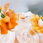 ザ・東京フルーツ パーラー - 大人のマンゴーパフェとゴールドクイーンパフェ