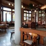 モンテローザ - レストラン。ドッグカフェとは完全分離されている