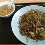 松華 - 料理写真:黒やきそば