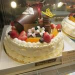 ピエス・モンテ - 店名を冠したホールケーキ。
