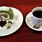 67290482 - 『抹茶のロールケーキセット』(850円)~!! 『抹茶のロールケーキ』と『コーヒー』のセット~♪( ^o^)ノ