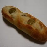 コトリ山ベーカリー - 料理写真:ハラペーニョオリーブのバゲット
