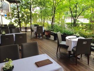 ウエスト青山ガーデン - 緑が綺麗なテラス席