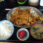 キッチンあべ - とりかつ(小ライス,みそ汁,漬物)