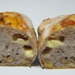 やさしい風 - クルミとチーズのフランスパン