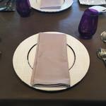67302746 - [2017年5月]テーブルセッティング。このお皿はナプキンを乗せるためだけのものでお食事が始まったら下げられました。変なの!?