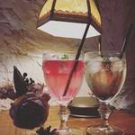 bistro & cafe La ChouChou - 人気の薔薇とスミレのオリジナルカクテル