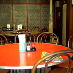 Suien - 店内の丸テーブル側