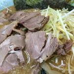 67312046 - ネギ味噌チャーシュー(\890)+中盛(\100)+太麺(\0)