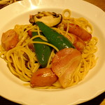 """赤いどうくつ - """"醤油ベース/ソーセージ・野菜""""か?"""