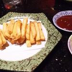67315199 - 1705 東京食堂 自家製ポテトフライ@38,000Rp 芋を切って揚げてます