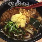 肉肉うどん - 肉肉うどん牛肉720円 生姜メガ盛り、ネギ、ワカメ、天かす