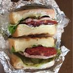 もつ焼 まるい - 仔牛サンドイッチ