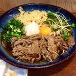 67319236 - 「肉ぶっかけ」(1160円)。冷たいうどん。麺は標準で1玉。無料で1.5玉、2玉にも増量可能。