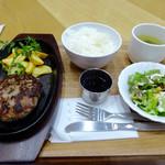 せんば自由軒キッチン。 - 100%牛肉ハンバーグ150g950円