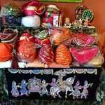 カフェと印度家庭料理 レカ - レカ 葛西本店 @東葛西 2階の江戸川インド文化センターに飾られる王様などが被る帽子
