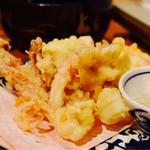 こてつ - 泳ぎ活イカのゲソは炭火焼きか天ぷらにしてもらえます。