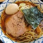 兎に角アナザーリーフ - 淡麗ラーメン(700円)に燻玉(100円)