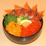 どんぶり茶屋 - 三色丼(サーモン・いくら・うに)2380円