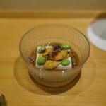 井本 - 料理写真:胡麻豆腐に唐津の赤うに・枝豆・茆・出汁