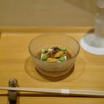 井本 - 胡麻豆腐に唐津の赤うに・枝豆・茆・出汁