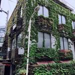 アンセーニュダングル - 繁々緑々な建物の地下一階