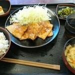 境川パーキングエリア (上り線) - しょうが焼き定食 ¥780  ご飯【もち麦】