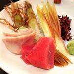 金沢まいもん寿司 梅鉢亭 - 鮪赤身・ガス海老・黒ムツのお造り