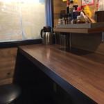 1ポンドのステーキハンバーグタケル - 店内カウンター席2017年5月