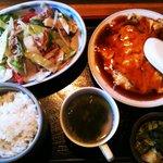 6733310 - 日替わり定食の肉野菜炒めとかに玉にライス、スープはお代わり自由です。