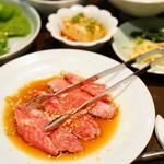 壱語屋 - 炭火焼肉定食B (焼肉カルビ、サラダ、キムチ、ナムル、冷奴、韓国のり、スープ、ライス) (¥1,350)