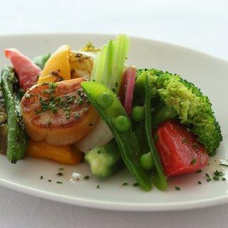野菜はすべて自家栽培!安心安全の旬の野菜を。